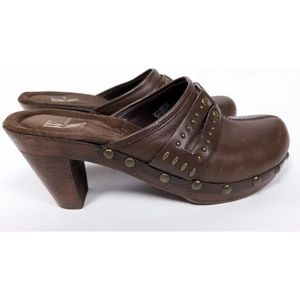 White Mt. Ladies Brown Leather Comfort Clogs Mules